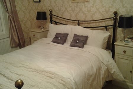 Comfortable ,double room,warm welcome - Southport - Ev