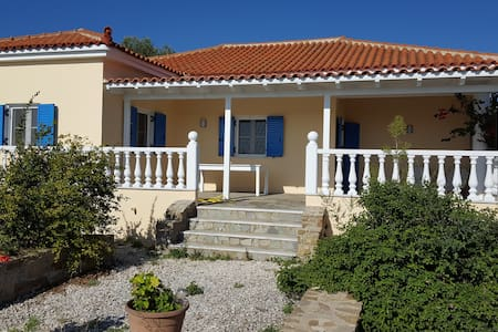 Villa-Paraskevi, Urlauben wo die Götter wohnen - Finikounta