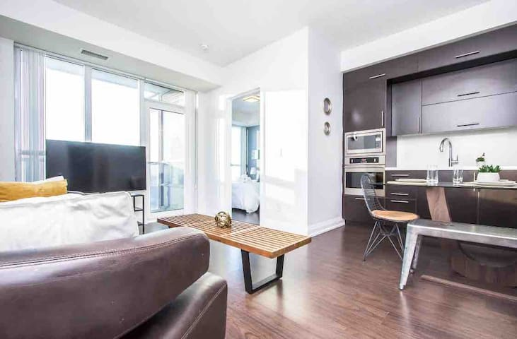 ✰Lovely View ✰Luxury Unit! ✰Parking + Subway