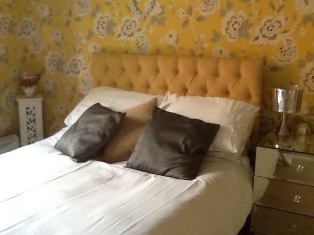 Double Bedroom sleeps 2