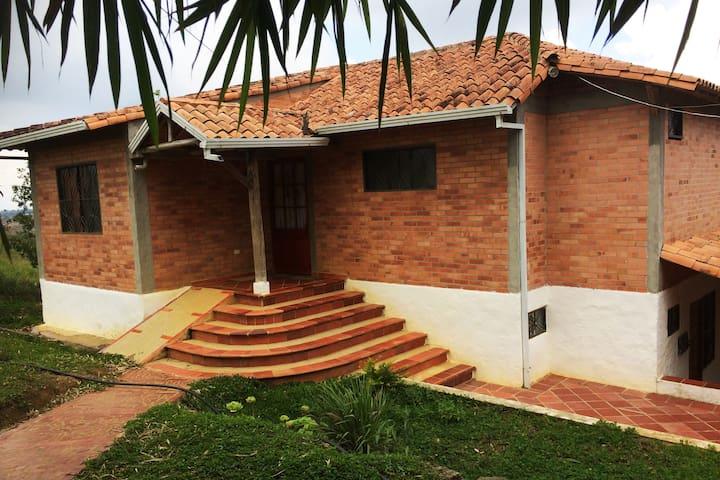 Acogedora y tranquila cabaña - Idealmente ubicada - Los Santos - Huis