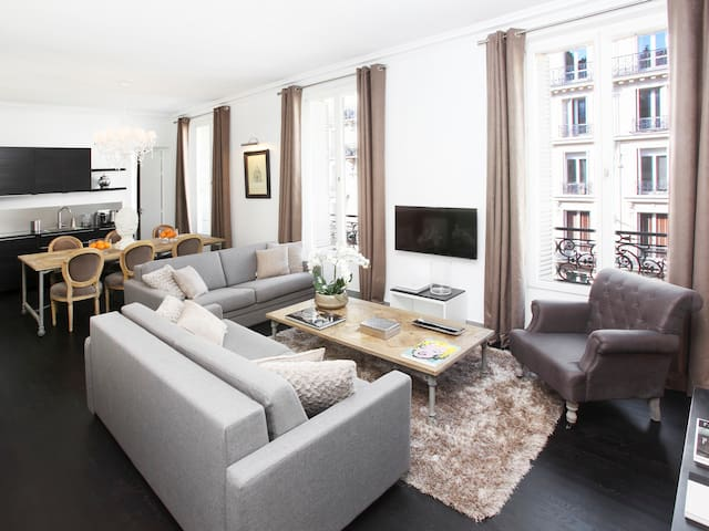LUXURY 3 BEDROOM LE LOUVRE