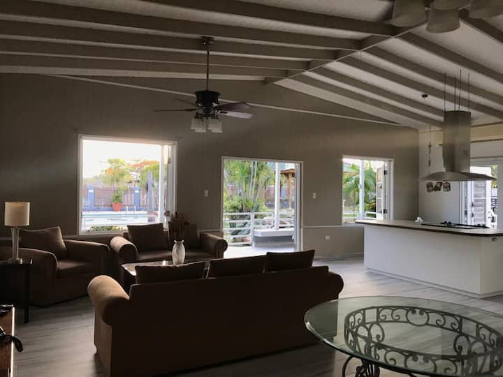 Big Patio  Pool House 1 minute from Combate Beach.
