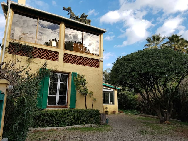 Charming Provencal 2-bedroom Villa - Antibes - Rumah