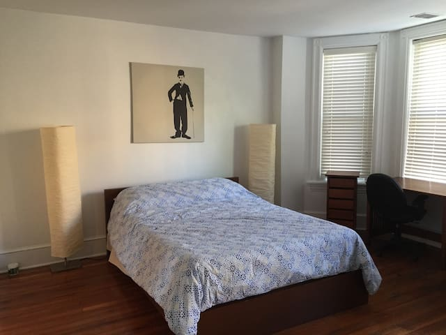 Large bedroom in the heart of Columbia Heights