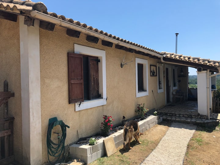 3BR| Vintage cottage close to Corfu town & beaches