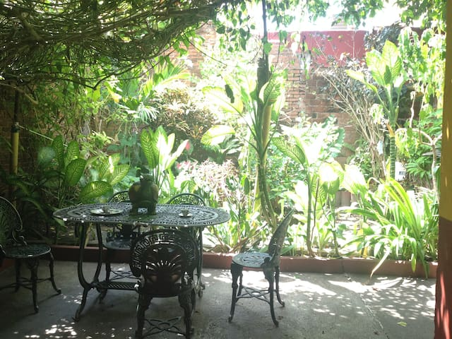 Villa Balcones in center city & Breakfast included
