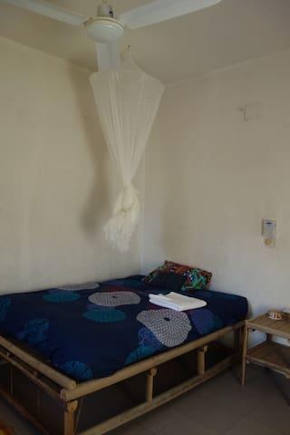 Chambre privée dans appartement, quartier central