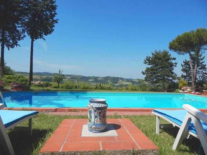 Country house in the hills with swimming pool