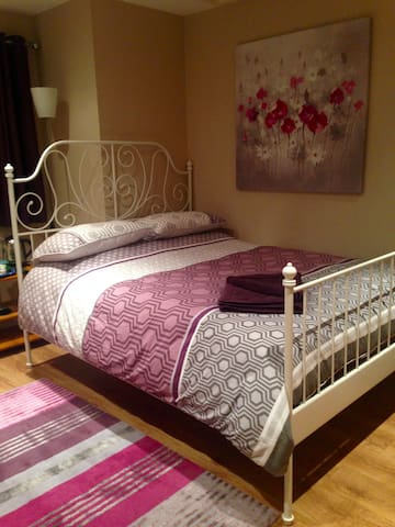 Comfy, Homely Studio - Sleep Two - Merseyside