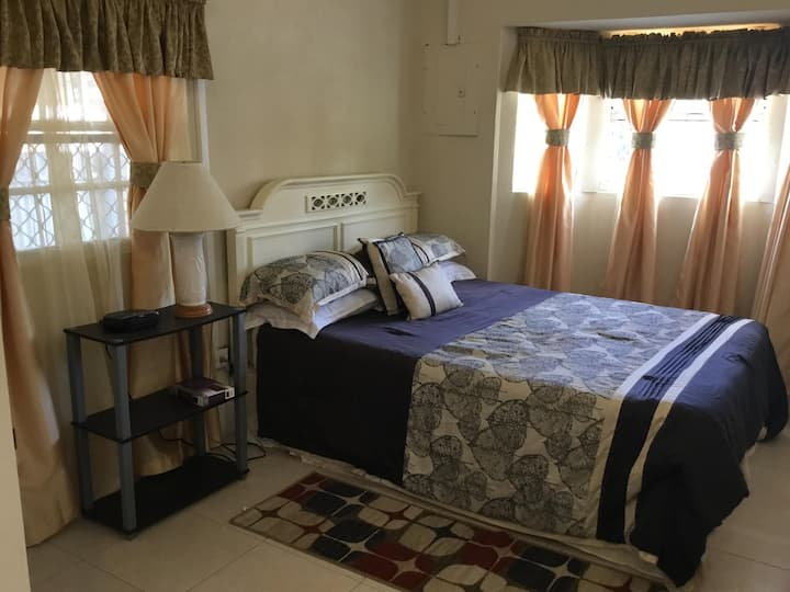 Newly Refurbished Studio Apartment A , St.Lawrence