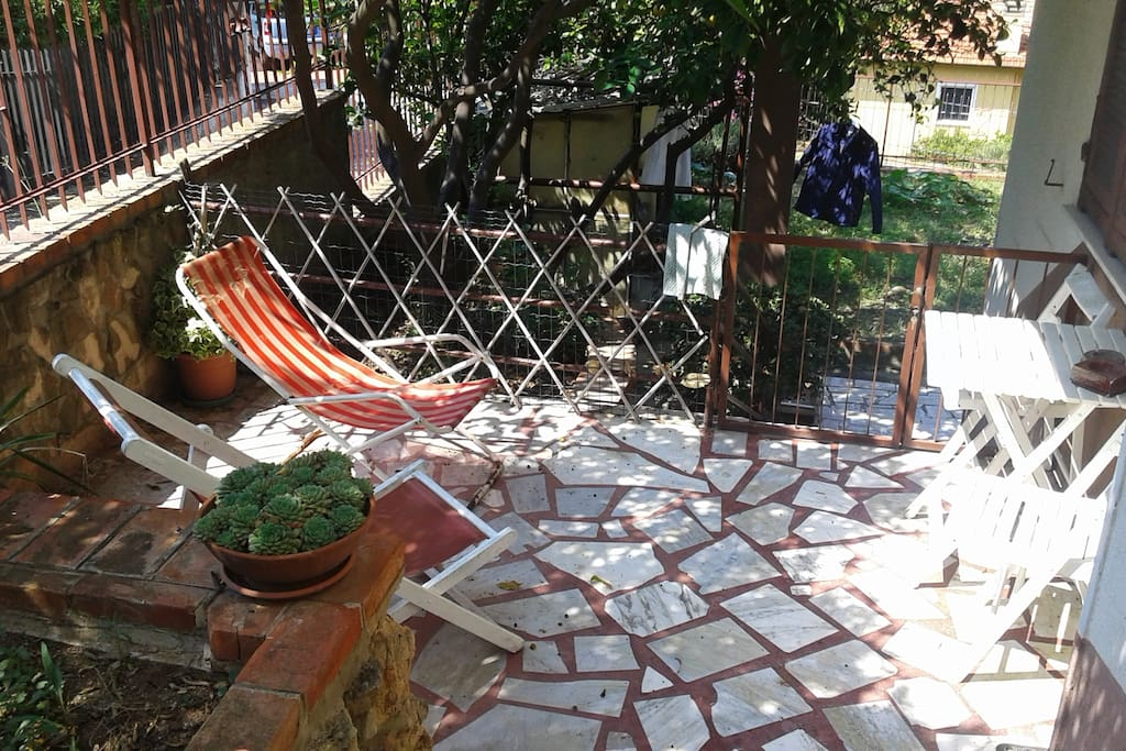 giardino esterno ingresso appartamento