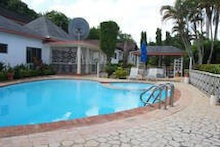 Comfort Kingdom Apartment - Montego Bay - Daire