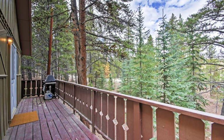 Secluded 2BR Alma Cabin w/ Alpine Views! - Alma - Mökki