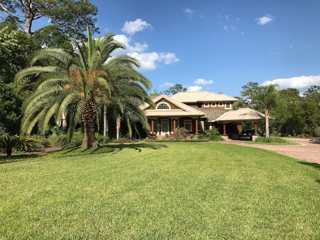 PV Retreat - Mini Estate. Super-hosts Home