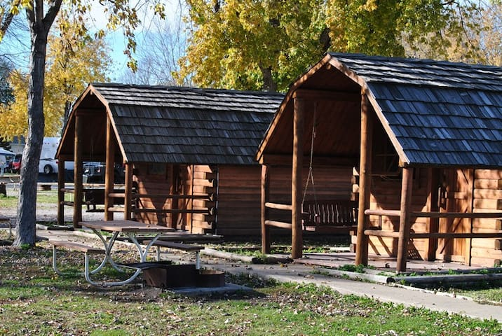 Sioux City North  KOA Primitive Cabins - North Sioux City - Cabana