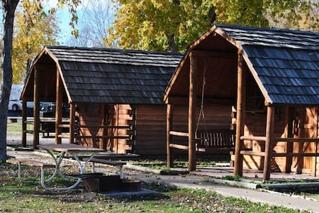 Sioux City North  KOA Primitive Cabins - North Sioux City - Kabin