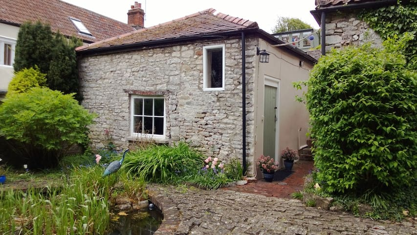 Quiet and cosy stone cottage in Somerset - Shepton Mallet