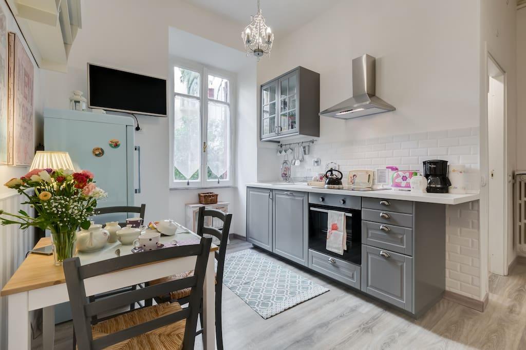 Living room: sitting area and kitchen/soggiorno: cucina e area pasti