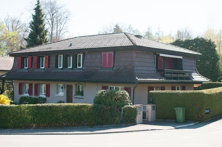 Beautiful, big flat in the leafy suburbs of Bern - Kehrsatz - Huoneisto