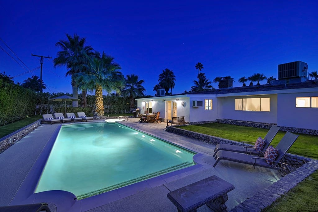 POOL AND BACK OF HOUSE NIGHT - SUNSET LOUNGE - PALM SPRINGS VACATION RENTAL POOL HOME