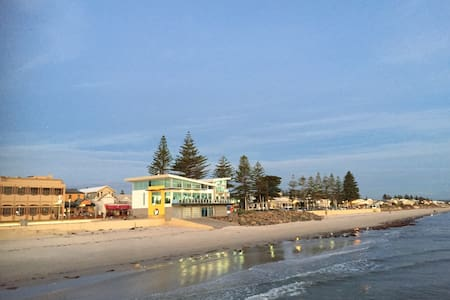 Absolute beach front holiday in the city - a HOUSE - Henley Beach
