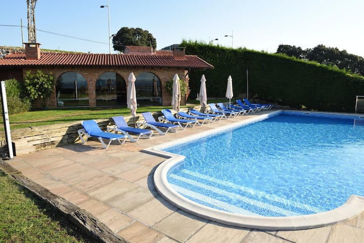 Apartment with 2 bedrooms in Mogro, with wonderful sea view, private pool, enclosed garden