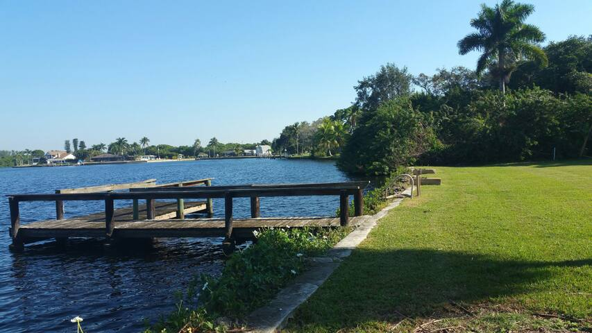 Private Riverfront Estate w/ Dock New private bath - Fort Myers - House