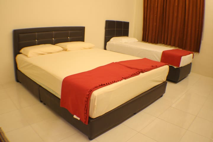MH3 Room H - Kuching - House