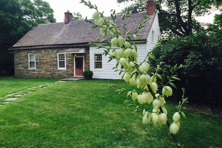 Storybook Cottage in Hudson Valley - Barrytown