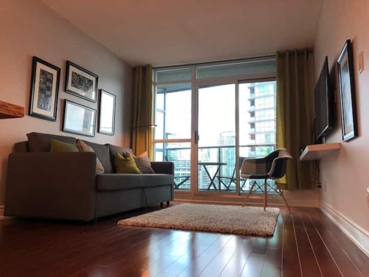 STYLISH 1 BEDROOM WITH LAKE VIEW AND PARKING