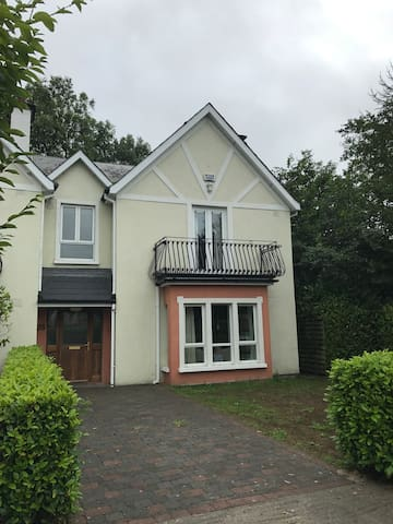 Spacious home perfect for families/golfers or both