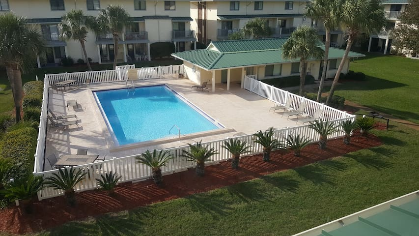 Sterling's Place - A Pool, A Beach & A place 2 Eat - Miramar Beach - Condominium