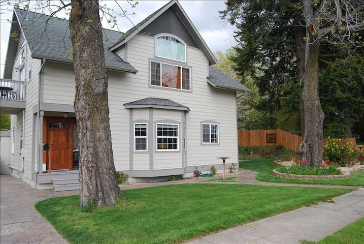 Large Home in the heart of Downtown - Coeur d'Alene - Rumah