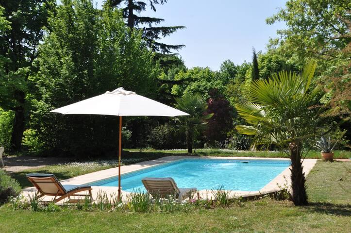 Villa Castel Suite Pavillon (Séjour TV et cuisine)