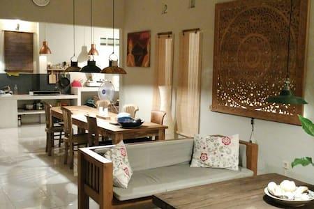 Rumah Lotus, a home for 6 persons! - Bantul - Casa
