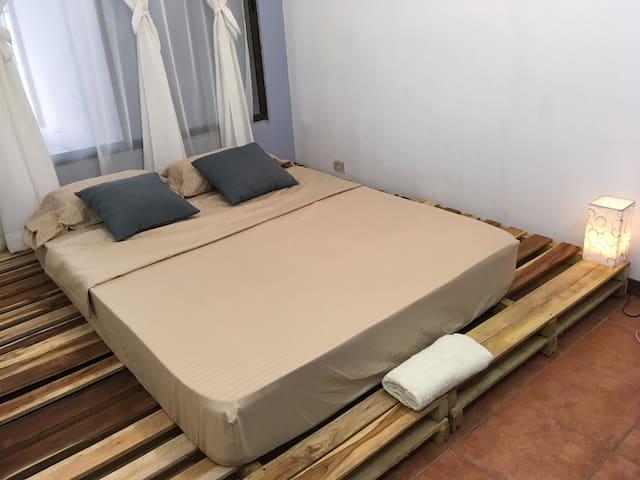 Casa Roble: Habitación 2 cerca del mar Puntarenas