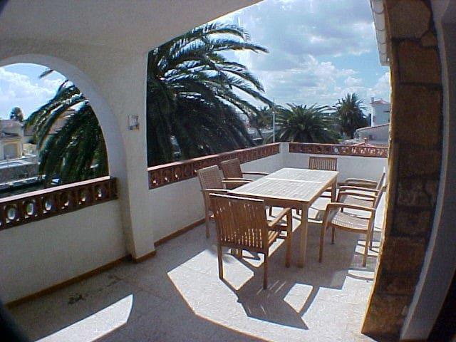 010A Apartment with moorage and pool - Empuriabrava - Condominio