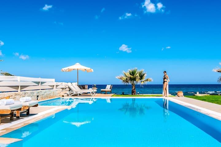 Amazing Beachfront Villa in Hersonissos, Heraklion