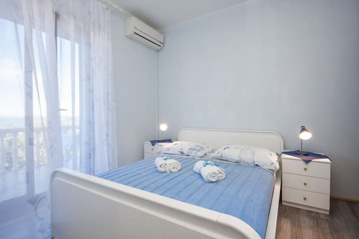 Apartments and Rooms Mikelin - Blue Room 3
