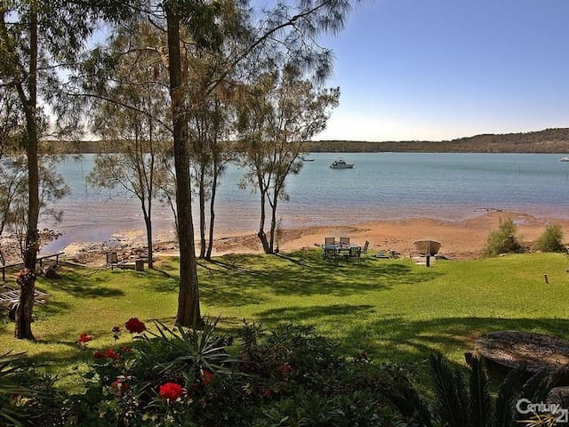 Waterfront Jewel on Port Stephens - North Arm Cove - Dům