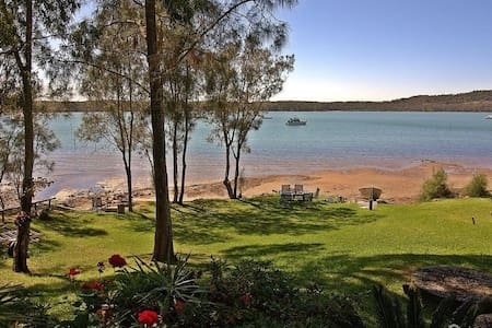 Waterfront Jewel on Port Stephens - North Arm Cove - บ้าน