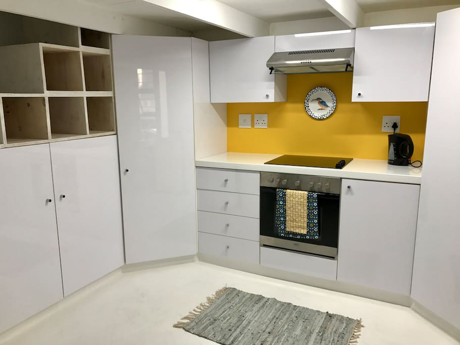 Fully equipped kitchen with lots of cupboard space