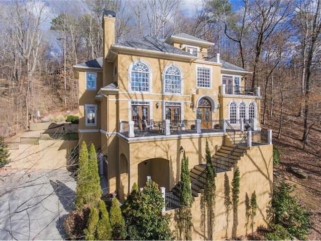 Mansion on The Chattahoochee River