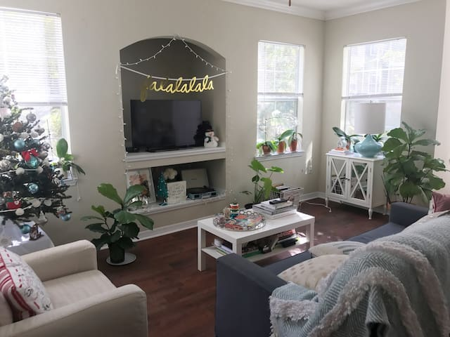 Bright and charming Tallahassee apartment!