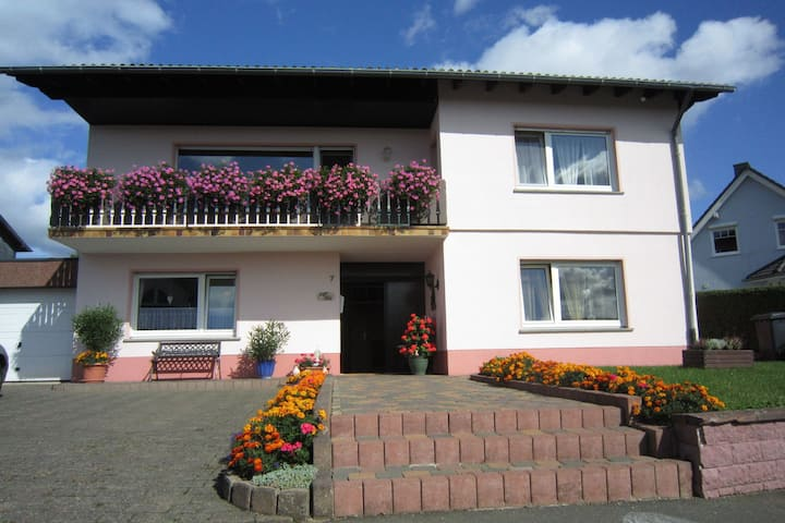 Cozy Apartment in Strotzbüsch near Eifel Center