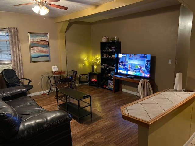 Perfect, Clean Apt and located amazingly in Pgh!