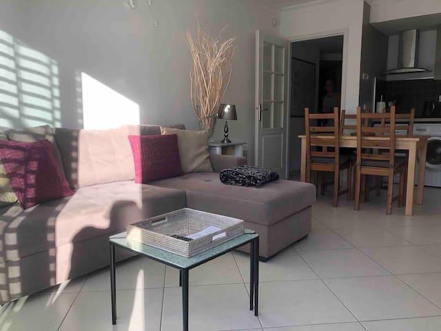 One bdrm apartment 100m from beach, pool & air-con