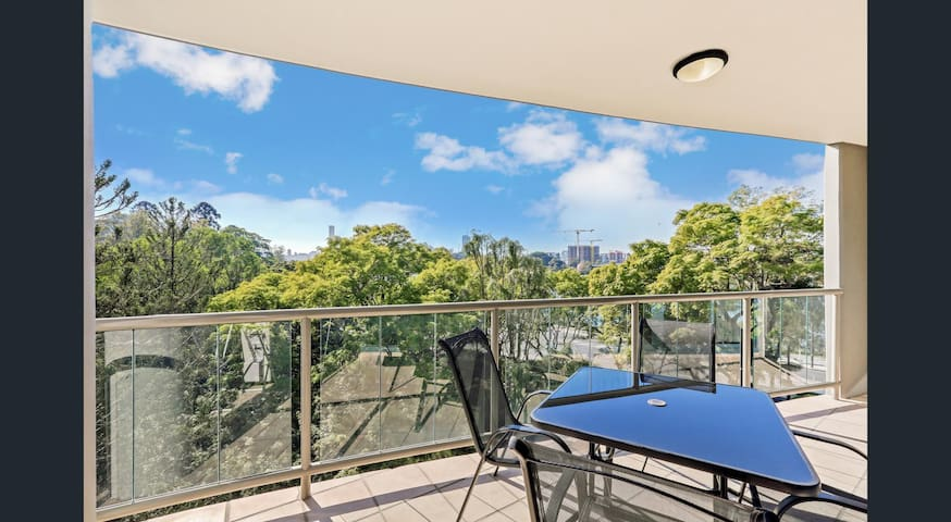 2 BR Apt with Amazing Views - Toowong - Apartment