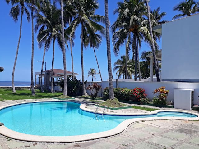 Kal Nawi La Libertad, Beach House